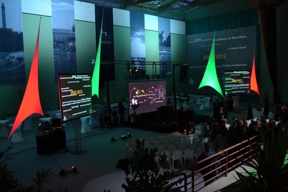 Pour vos congrès, choississez nos prestataires techniques spécialisés dans l'audiovisuel